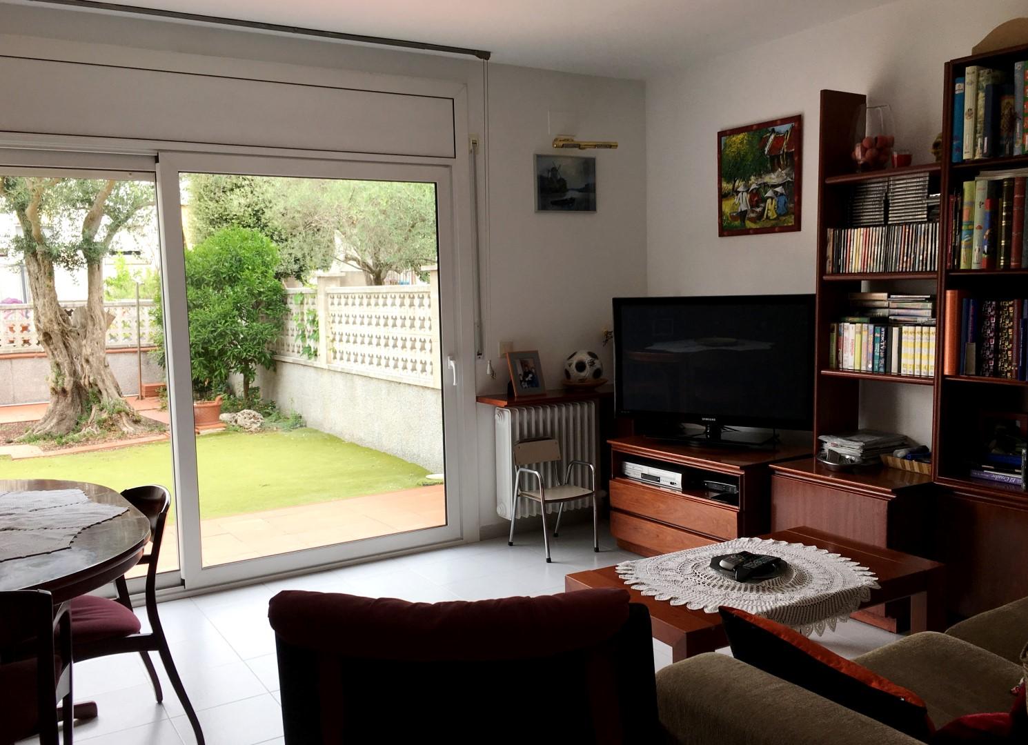 Casa con chimenea y jard n de 60m2 en fotajau focus finques for Jardin 60m2